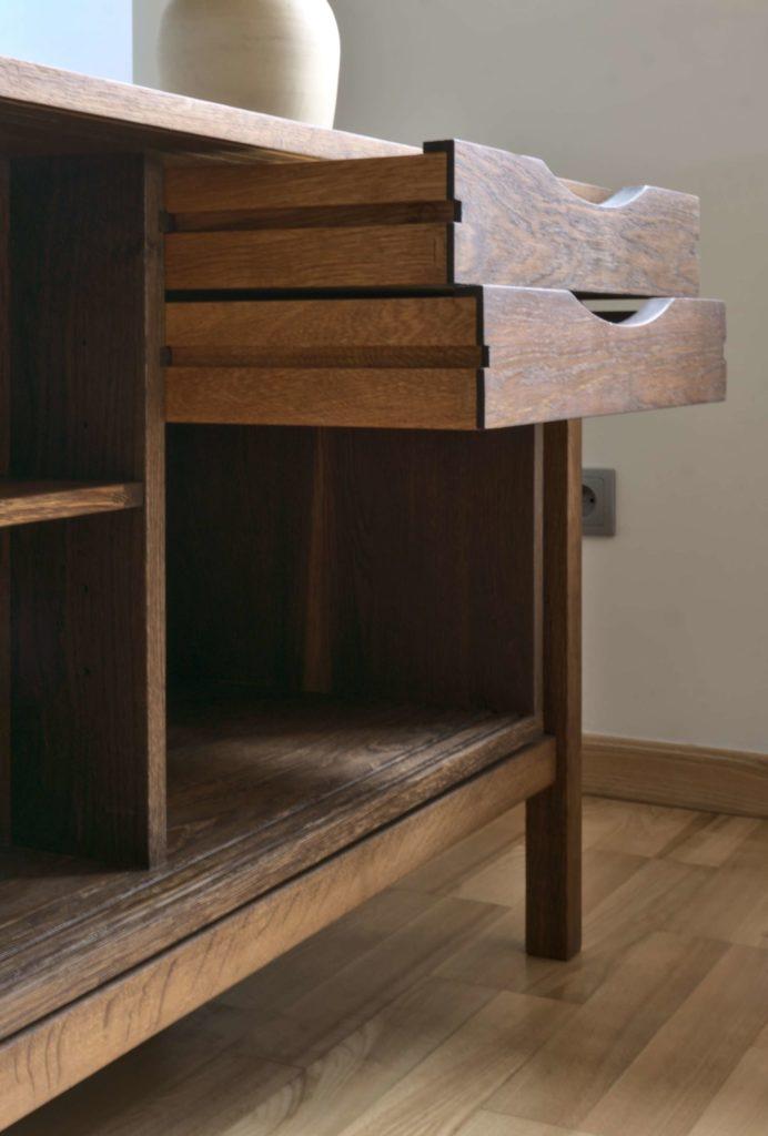 Komoda dębowa Muoki - szuflady